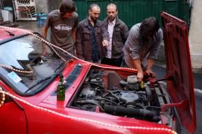 În fața Daciei orice bărbat devine mecanic