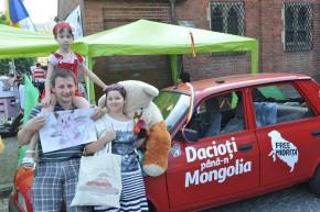 Dan, Mălina, o fetiţă dulce şi un ursuleţ obosit