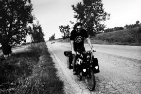 Iulian în Turul României. Vara anului 2014, în apropiere de Putna, județul Suceava. Fotografie de Andrei Becheru.