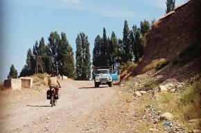 O porțiune de drum în lucru care părea să ne pregătească pentru cei peste 1.000 km de drum asemănător.
