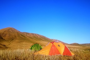 """Locul în care am campat la 2.500 m, după o seară de povești cu Egor, """"MotorTourist to the Galaxy"""" din Minsk, Belarus."""